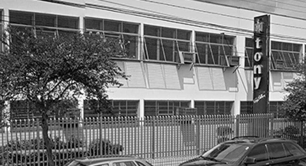 FACHADA DA FÁBRICA NA CIDADE DE FRANCA, SP, BRASIL